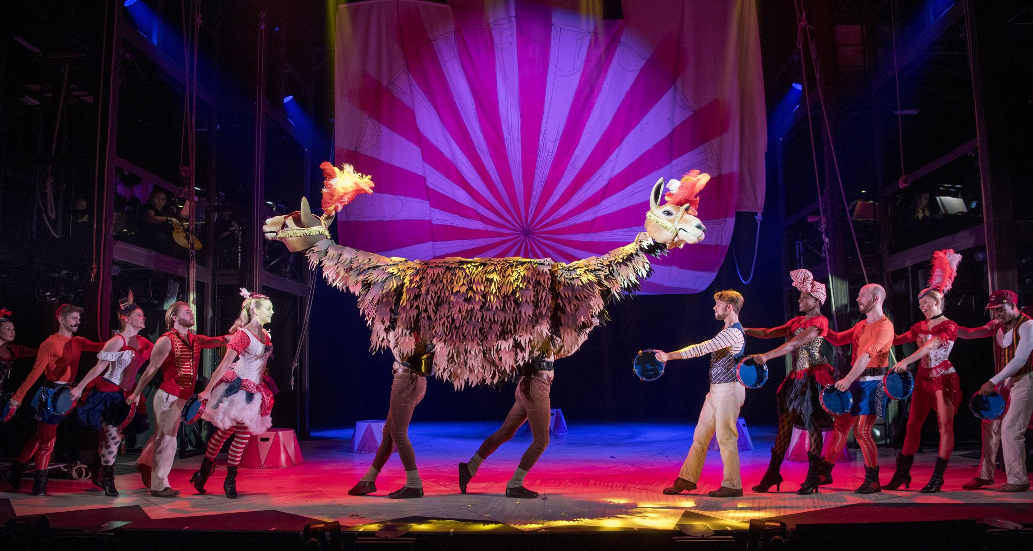 28 The cast of DOCTOR DOLITTLE with the Pushmi-Pullyu. Credit Alastair Muir (2)