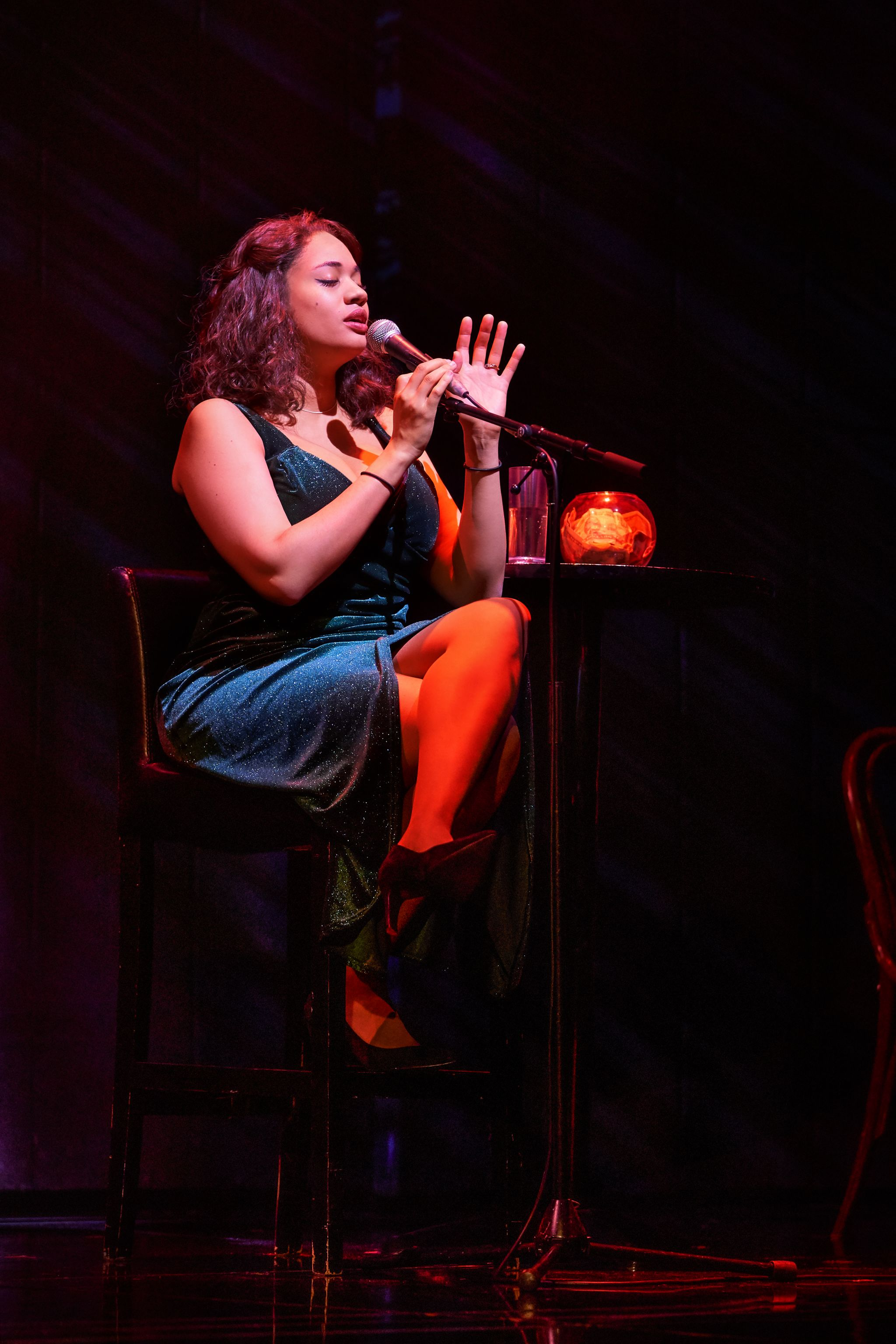 Emmy Willow in The Bodyguard UK Tour - 7464 - Photo by Paul Coltas